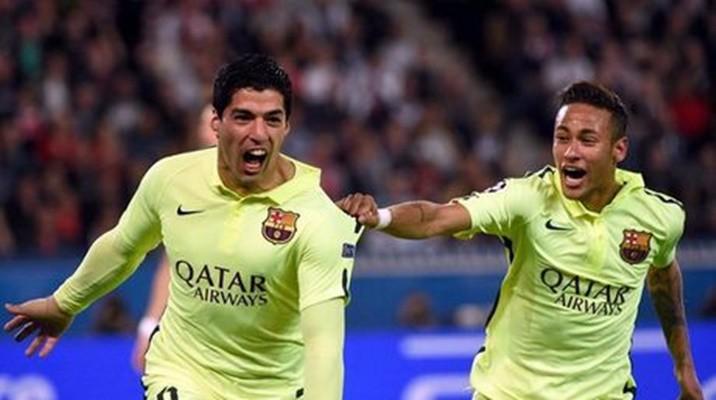 Vídeos: Suárez le ganó a Cavani en París