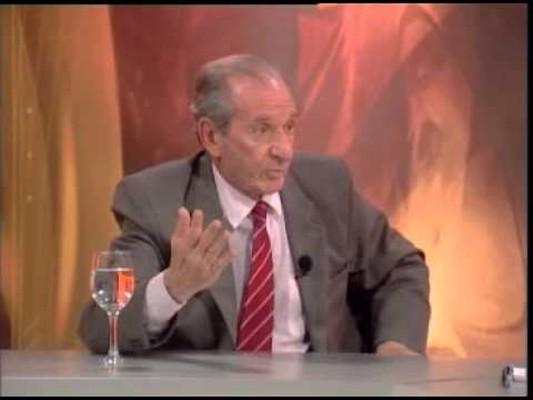 Cuando el Dr. Amadeo Otatti, sugirió bajar la cortina de la AUF