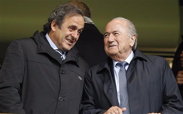 Platini y Blatter, quieren seguir prendidos en FIFA