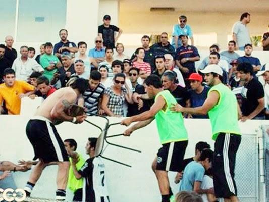 Cuando un grupo de hinchas canarios atacaron a los cuatro árbitros que casi matan