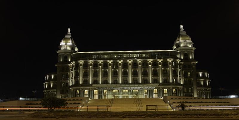 """Veredas. """"Y un día de 1912 se coloca la piedra fundamental del que sería el hotel más lujoso del Uruguay"""""""