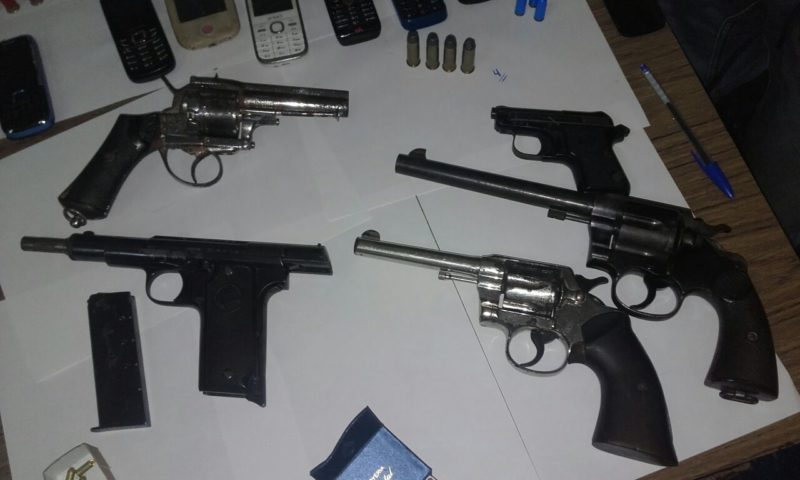 El Programa Bus seguro hizo tres allanamientos y se topó con armas, droga y dinero