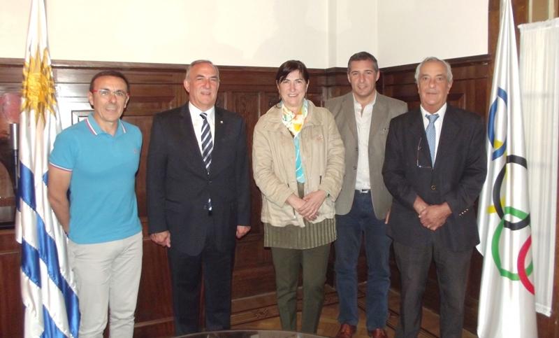 La Presidenta de la Unión Internacional de Triatlón visitó el COU