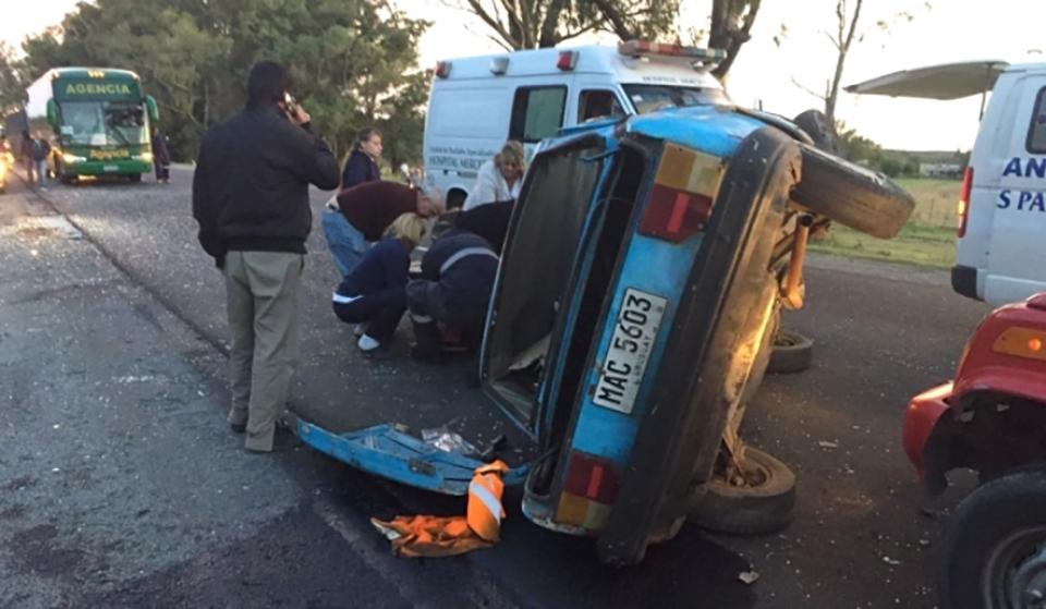 En ruta 2 se produjo un vuelco que dejó un hombre lesionado. El accidente ocurrió en el kilómetro 231