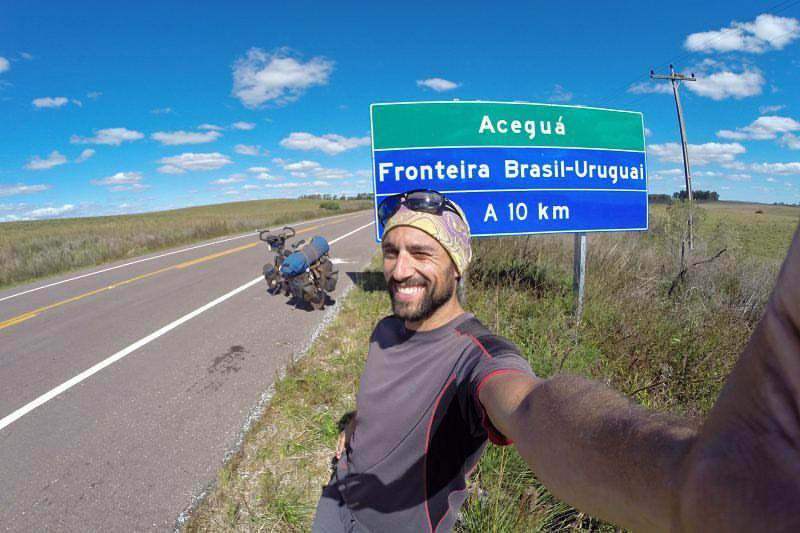 Javier Bicicleting llega a Colonia, en busca de apoyo y sigue en tierra nuestra admirando lo que no hacemos los uruguayos