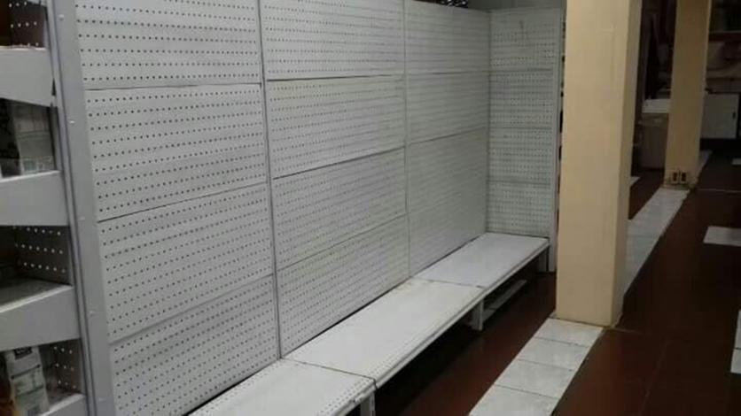 Una de las dos sucursales del supermercado Ta Ta en Artigas, ha decidido bajar la cortina