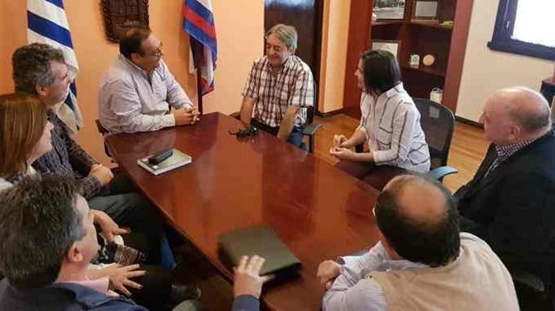 El Secretario Nacional del Deporte se comprometió a llevar dirigentes de la Federación Internacional de básquetbol a Paysandú