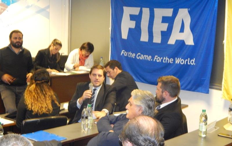Hora de parar la pelota. La FIFA intimó a la AUF para que apruebe el estatuto, y sino habrá sanción y desafiliación para el fútbol uruguayo