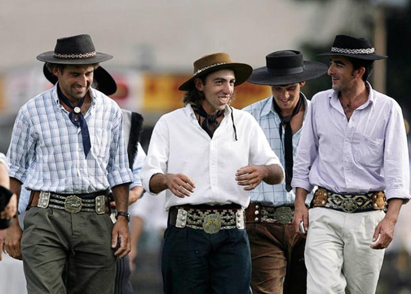 Siglo XXI de la discriminación gauchesca: En la Terminal de ómnibus de Paysandú no permiten a paisanos ingresar con sombrero puesto