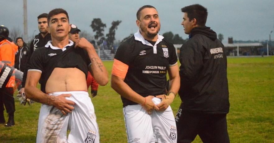 Fallo ejemplar: Los futbolistas de Wanderers de Artigas, Hugo Paz y Gerardo Monge, fueron sancionados por el Tribunal de la OFI, con tres años de inactividad