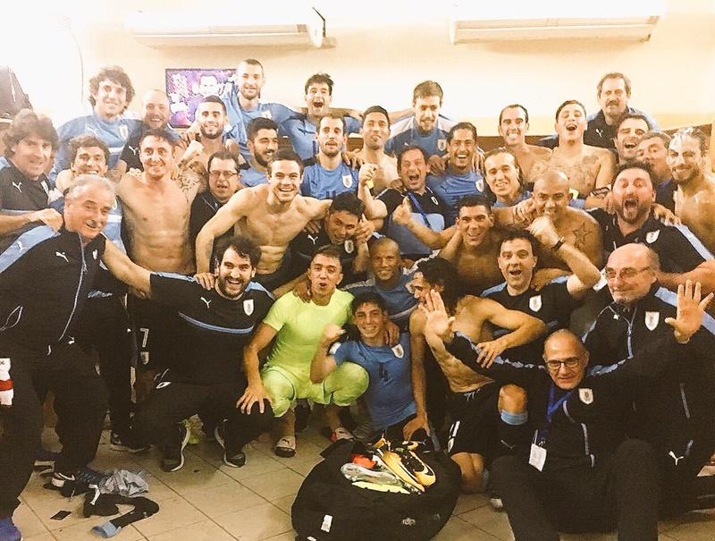 #MásUnidosQueNunca los jugadores uruguayos que están luchando contra la empresa de televisión que domina el fútbol y contra la burocracia sindical de su mutual