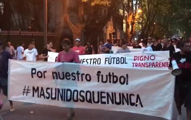 Qué dicen las notas de solicitud de Asamblea de los futbolistas uruguayos #MasUnidosQueNunca