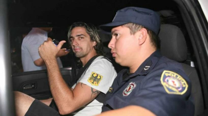 Un futbolista uruguayo: Carlos Báez fue a la cárcel cuatro años y seis meses por un delito de incitación a la violencia cometido en 2014, por audio de WhatsApp