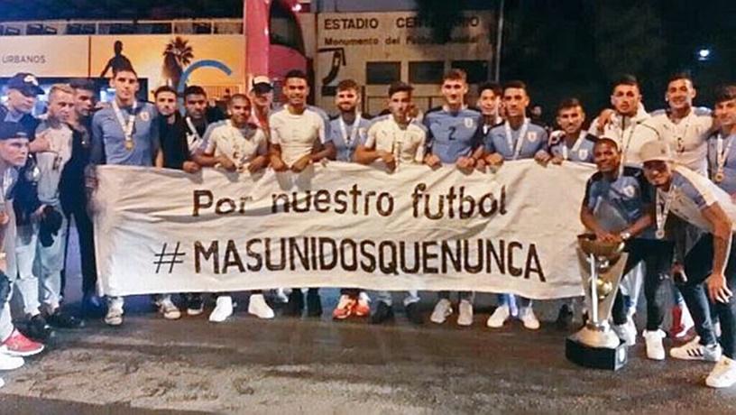 Los futbolistas de la selección hicieron público un comunicado apoyando a Más Unidos Que Nunca y valorando que la AUF haya validado el trato directo