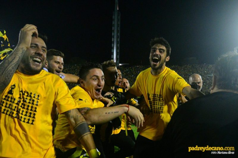¿Por qué el campeón uruguayo Peñarol recibió la copa y enseguida se bajó del estrado del sponsor principal de la empresa Tenfield?