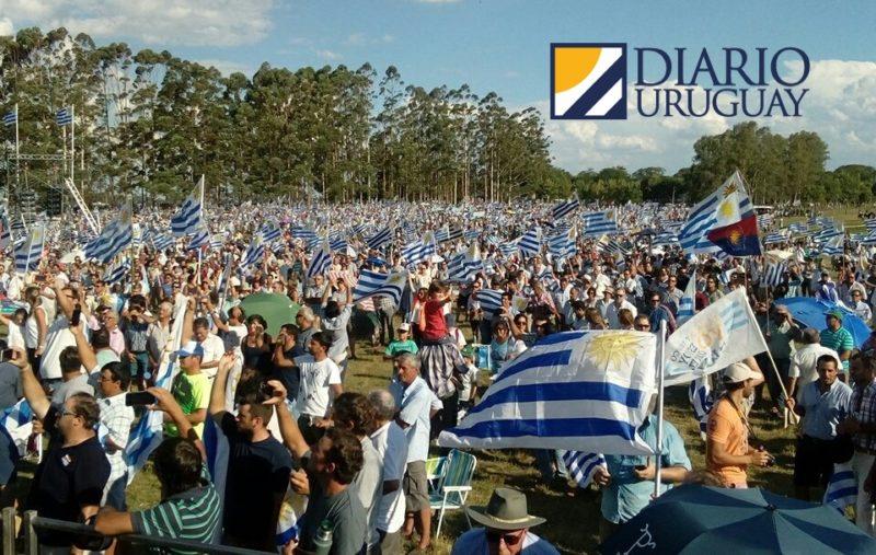 """El campo se hizo sentir en Durazno:""""Aprobar una ley fiscal para no gastar más de lo que ingresa en el Estado"""""""