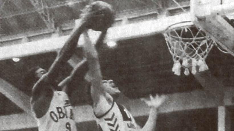 Gala de básquetbol en Paysandú, cuando en 1984 jugaban Peñarol – Obras Sanitarias