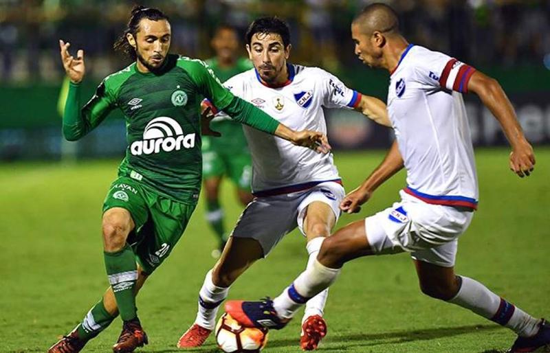 Nacional clasificó frente al Chapecoense, aunque el club brasileño solicitó la expulsión de la copa de los tricolores