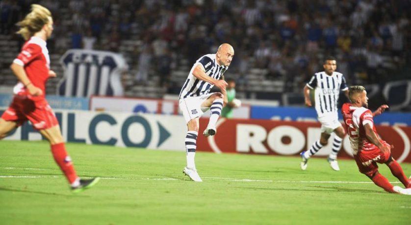 """""""El Tanque"""" Silva, es el máximo goleador uruguayo en la historia del fútbol argentino"""