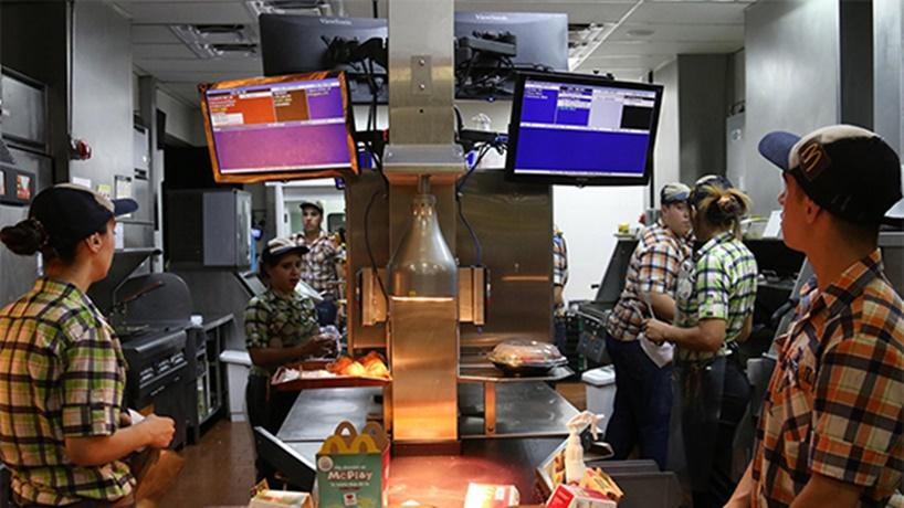 """El Sindicato Único Gastronómico y Hotelero del Uruguay (SUGHU) asegura que McDonalds:""""No genera garantía de puestos de trabajo decentes, es una empresa represora, que promueve conductas individualistas, premia la obsecuencia de formas denigrantes y obliga a sus trabajadores a comer hamburguesas todos los días"""""""