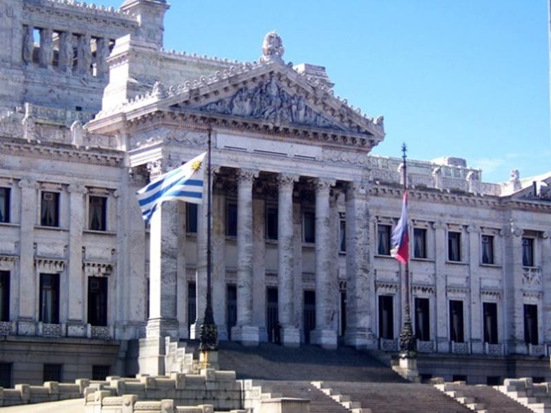 La OFI, al desnudo en el Parlamento uruguayo