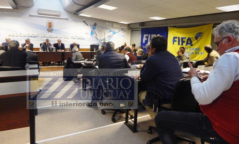 En la sede de la AUF, el gobierno del fútbol le tomó el pelo a la FIFA tres veces, y ahora va por la cuarta… el 6