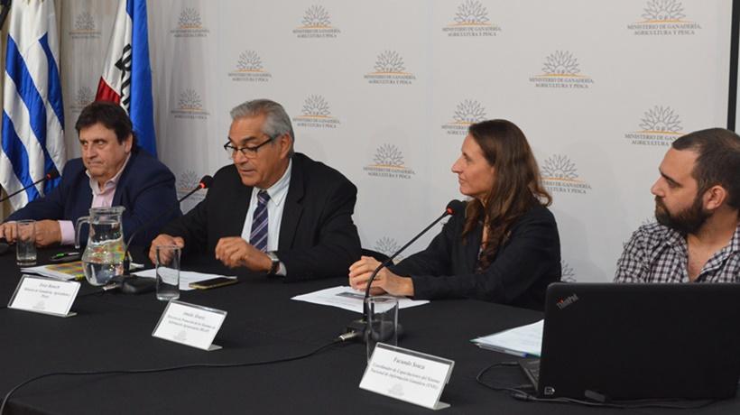 Diario Uruguay en Conferencia de Prensa. Trámites electrónicos para empresas y productores de Uruguay: El campo empieza a incursionar en la tecnología