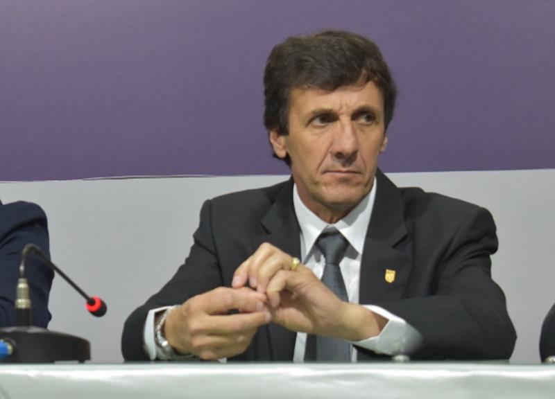 (Audio) Escuche y lea la prensa deportiva con gusto a cumbia, de la cual es adicta el presidente de la OFI
