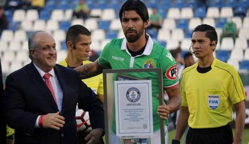 El minuano Loco Abreu alcanzó el récord Guinness como el futbolista con mayor número de fichajes con 26 clubes