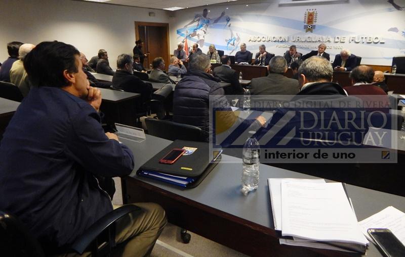 Este 6 de abril, se vuelve a mencionar que FIFA sancionaría a la AUF si no firma la integración del fútbol uruguayo con la OFI