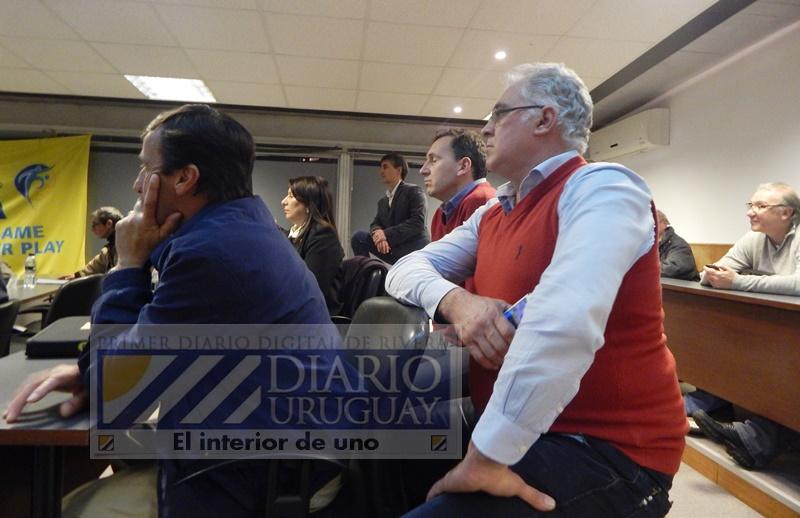 La AUF quiere rebajar los votos de la OFI en la futura integración, y hay que ver si afloja el presidente del fútbol del interior