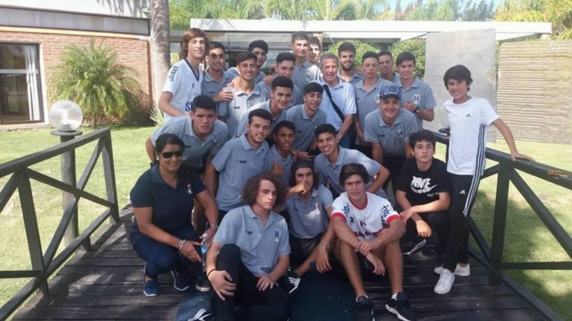Los extraños 4 viajes que hizo una empresa de ómnibus para trasladar hacia Montevideo a la selección sub 17 de Paysandú