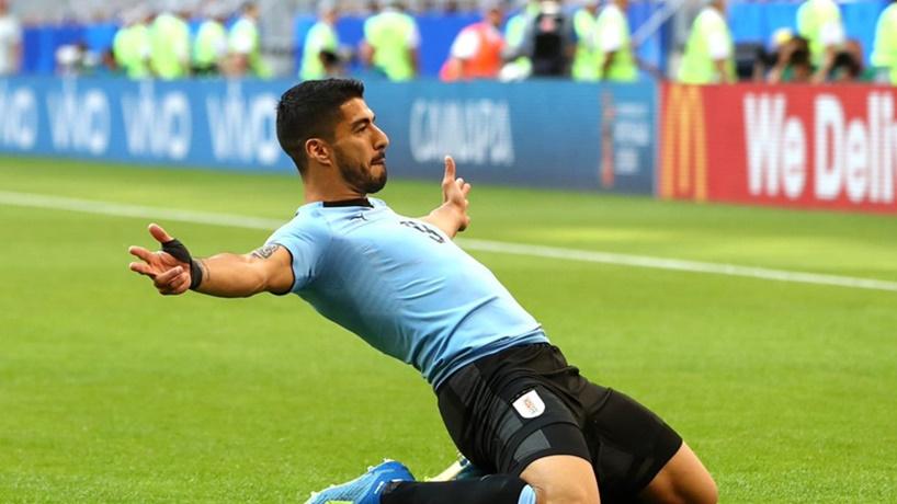 El más chiquito se comió al más grande: Uruguay 3 Rusia 0, y la celeste clasificó primero en el Grupo A del Mundial