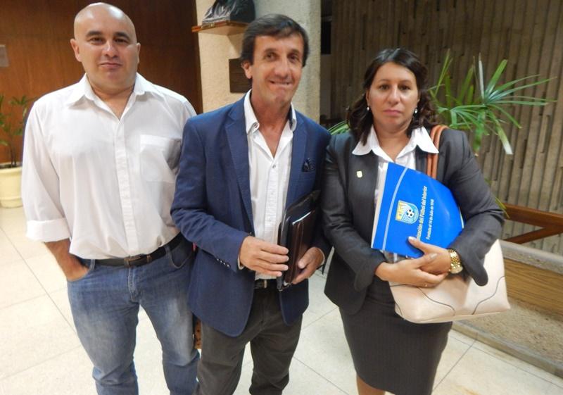 El presidente de la OFI, Gustavo Bares, quedó huérfano en la AUF, tanto que el Ejecutivo de la OFI decidió no concurrir al acto electoral
