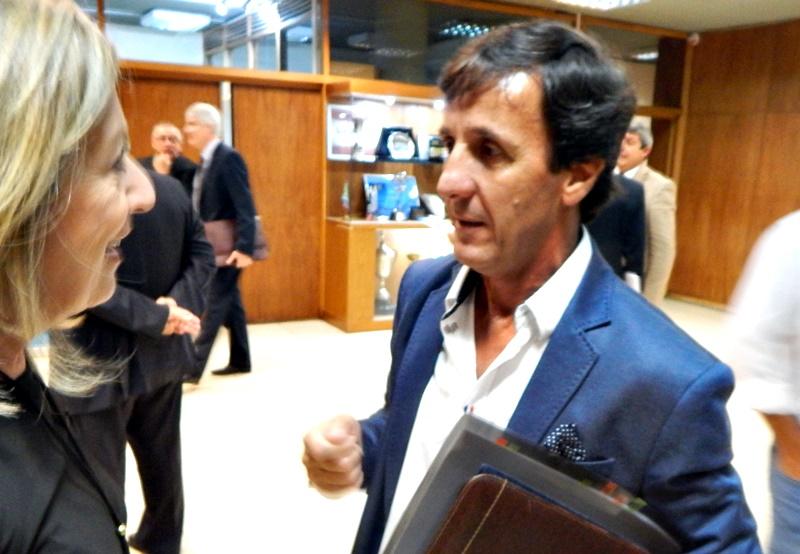 Gustavo Bares, no siendo todavía presidente de la OFI, denunció a sus pares por el escandaloso viaje de una delegación a Chile