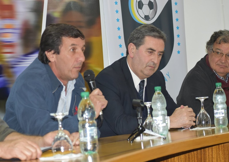 Ahora reparte plata el presidente de la OFI, Gustavo Bares, para 43 clubes y Ligas, proveniente del porcentaje de los juegos deportivos de Loterías y Quinielas