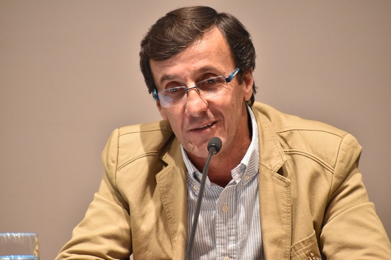 """La """"urgente categorización en la OFI"""", fue uno de los versos de Gustavo Bares para llegar a la presidencia."""