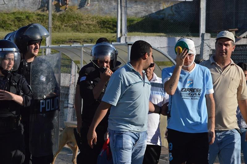 La justicia de Soriano ya investiga y analiza vídeos en busca de los responsables de la batalla campal producida en el estadio Koster de Mercedes
