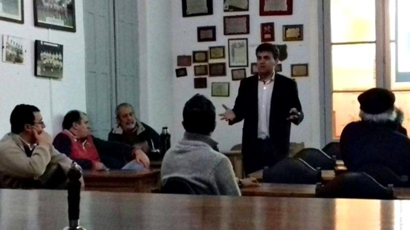 El lujo de la miseria de la OFI. A Jorge Vezoli lo echaron sin explicación alguna y él sigue dando charlas sobre el Día del Futuro