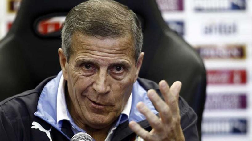 """¿El maestro Tabárez tiene derecho a opinar así? """"Cuando se dice que tenemos una selección de primer mundo y un fútbol de tercer mundo ¿culpa de quién es esto?»"""