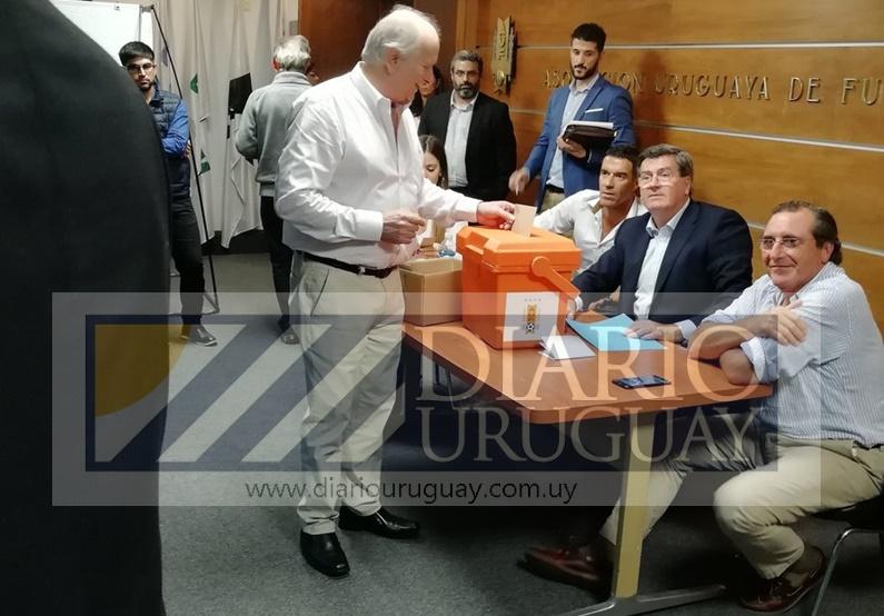 Verguenza pasó la OFI al votar por primera vez en su historia a un presidente de la AUF